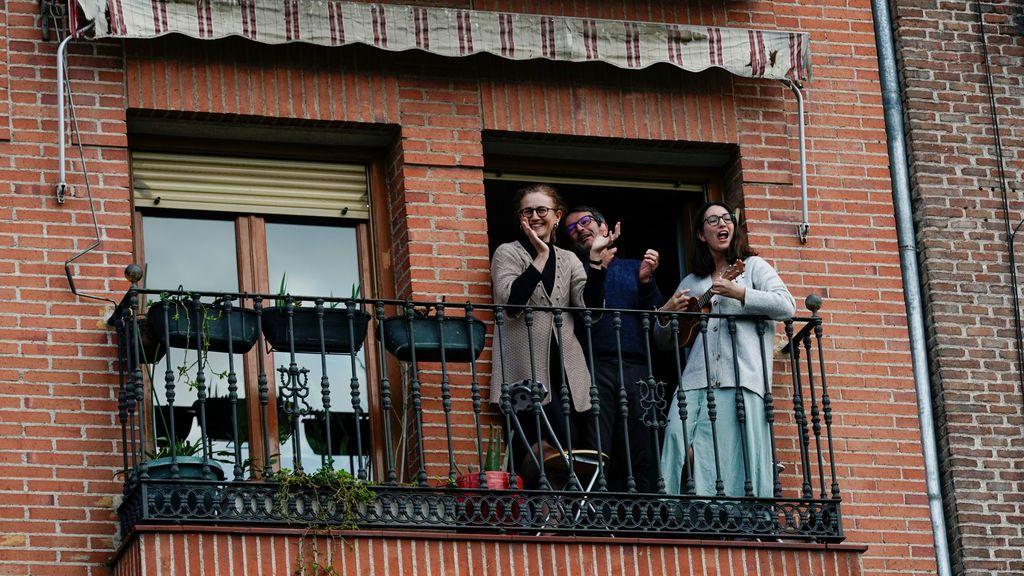 Aplausos desde los balcones en el estado de alarma