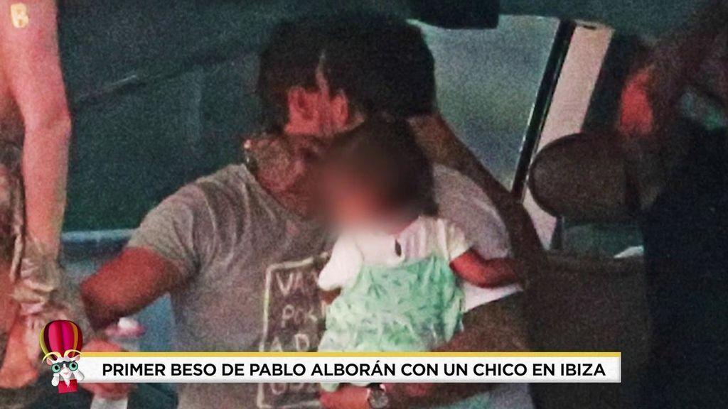 El beso de Alborán con un chico en el 2017