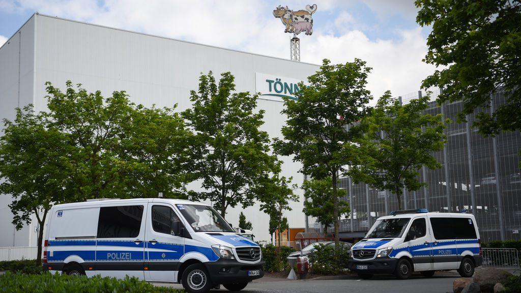 Ascienden a 1.331 los contagiados en el matadero alemán pero el Gobierno descarta otro confinamiento