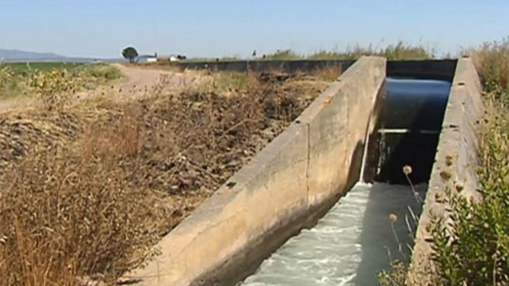 La zona donde se bañaban los menores ahogados en Badajoz: prohibida y peligrosa al contar con un salto de agua