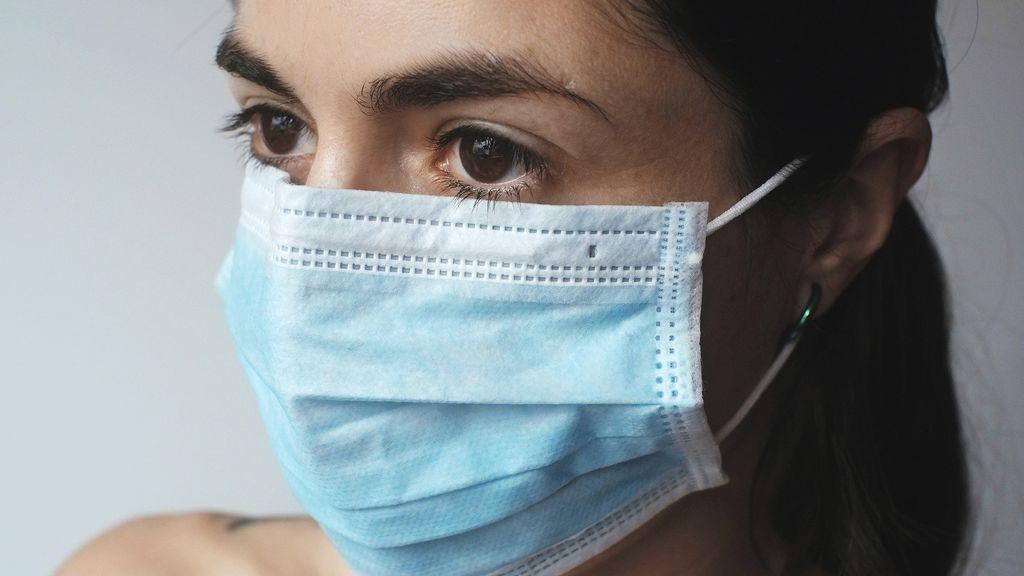 Acné, rosácea y dermatitis: las enfermedades que se han agravado por el uso de mascarilla y gel