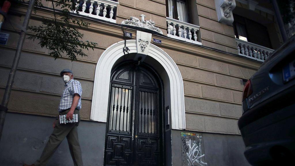 Vecinos del parricida de Madrid lo vieron huir ensangrentado y en calzoncillos tras matar a su padre