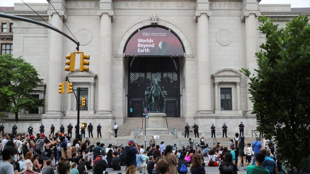 El Museo de Historia Natural de Nueva York retirará una estatua de Roosevelt