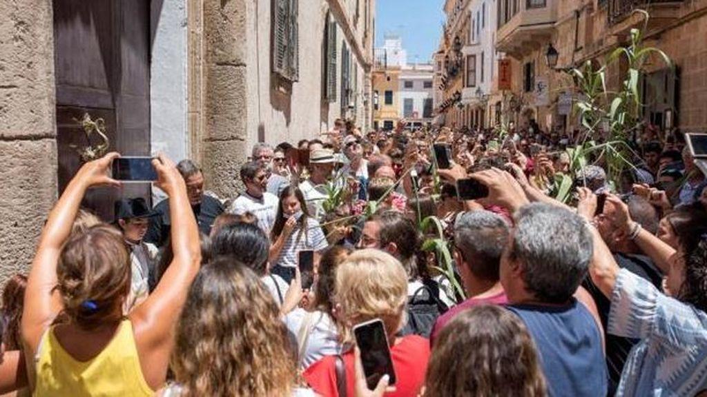 Aglomeraciones sin mascarilla en las tradicionales fiestas de Sant Joan de Ciutadella (Menorca)