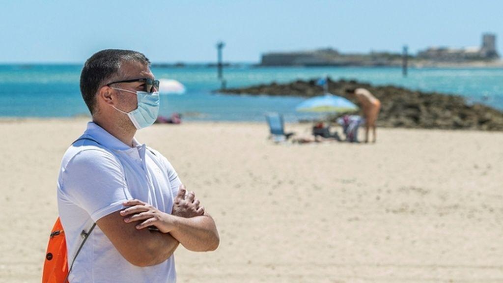 Un verano con reglas: fronteras cerradas, playas por turnos y mascarillas