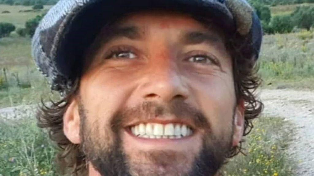 """Antonio Pavón posa con su nueva novia en la playa: """"Fuengiroleando"""""""