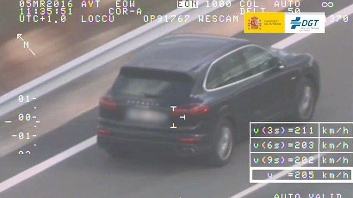Guía definitiva para evitar multas. Sistemas legales e ilegales para tener información de los radares mientras conduces