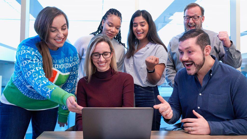 Estudiantes frente al ordenador