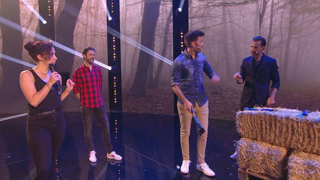 """Santi Millán, Dani Martínez y Julián López combaten en un juego de hachas: """"No has dado ni en el marco de la diana"""""""