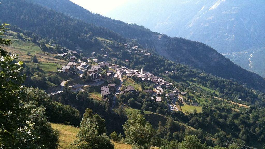 Una aldea suiza ofrece dinero a familias que vayan allí a vivir