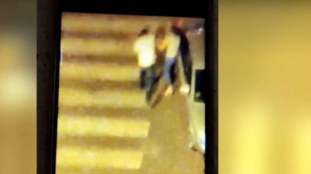 Graba desde el balcón un caso brutal de violencia de género en Madrid