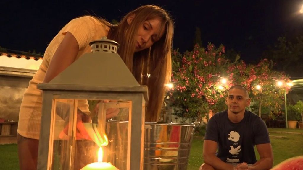 Saltan chispas en la hoguera de San Juan: de las lágrimas de Christofer al enfrentamiento entre los asaltantes