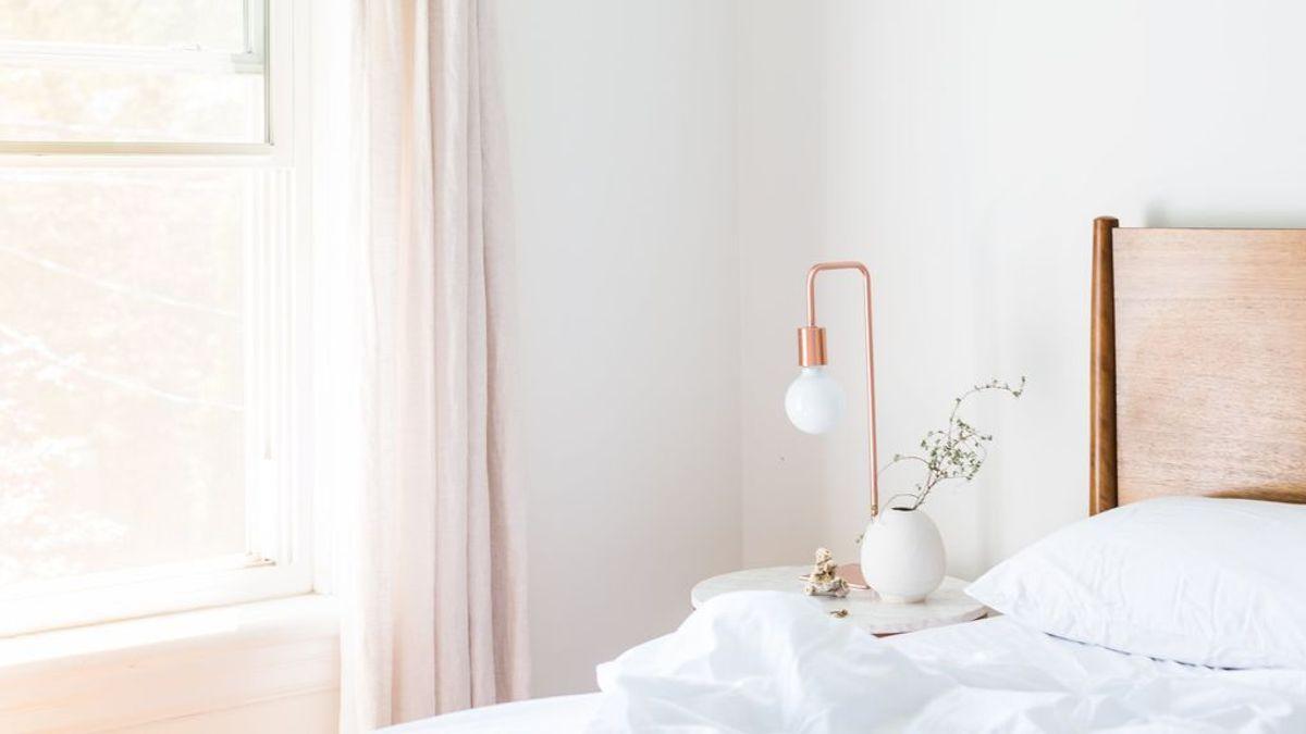 Bajar la tapa del inodoro o hacer la cama temprano: trucos de médico para hacer frente al coronavirus en casa