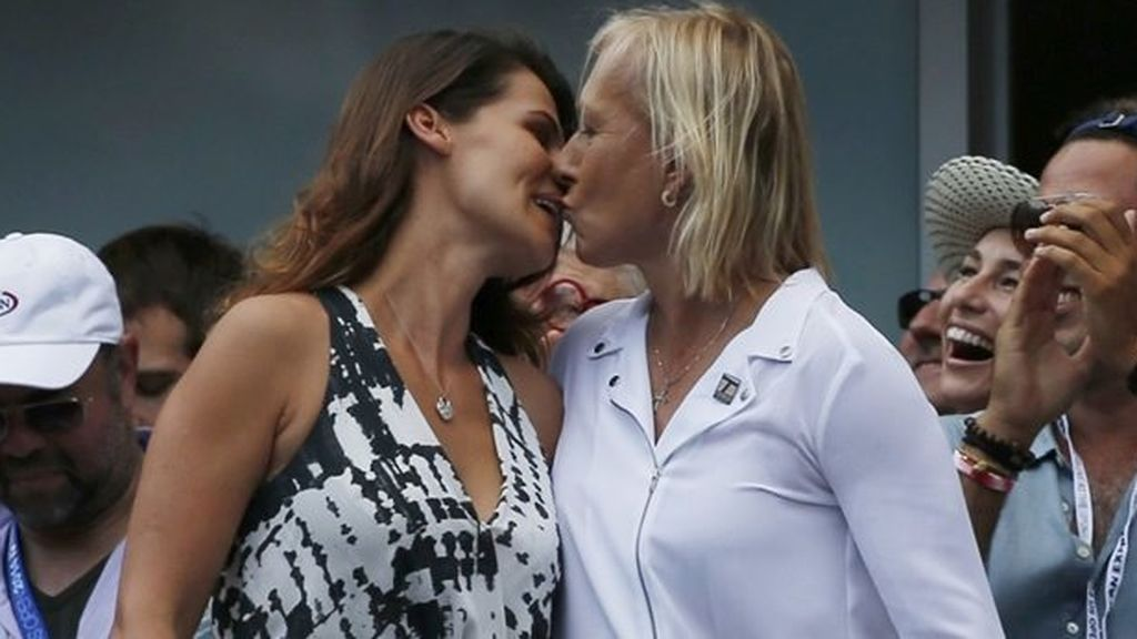 Martina Navratilova junto a su pareja