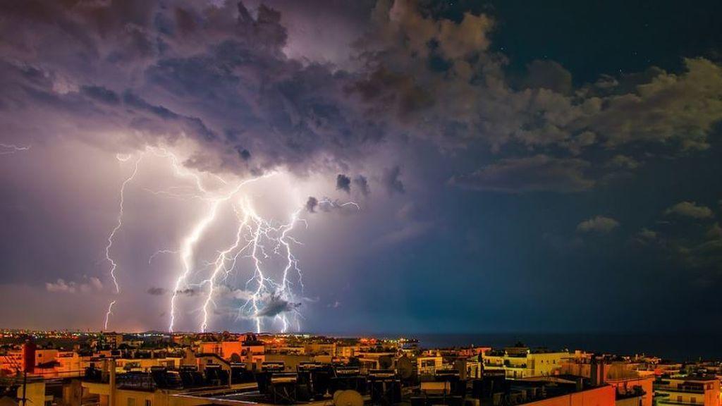 Calculadora y al balcón: la regla matemática para saber si la tormenta se está acercando