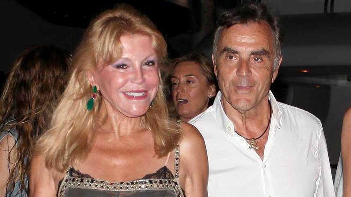 La Baronesa Thyssen y Manolo Segura, en una cena en Ibiza (2014)