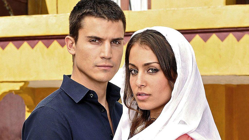 Álex González e Hiba Abouk en 'El príncipe'