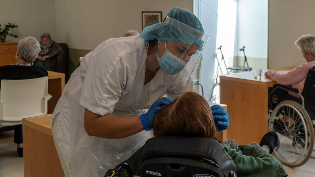 """Un epidemiólogo alerta: """"El coronavirus no se ha debilitado,  tiene la misma capacidad de enfermar y matar"""""""