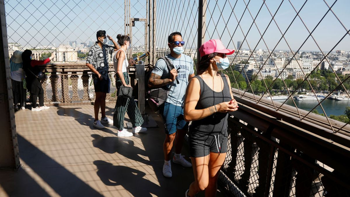 Reabre la Torre Eiffel tras tres meses cerrada por la pandemia de coronavirus