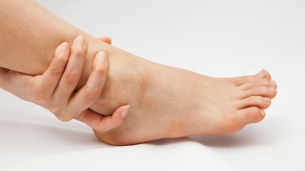 Llega el verano y los pies se hinchan pero hay otras causas que puedes evitar
