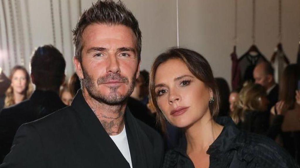 """Victoria se ríe del último complemento que ha lucido David Beckham en su paseo de pareja: """"Atrevido"""""""