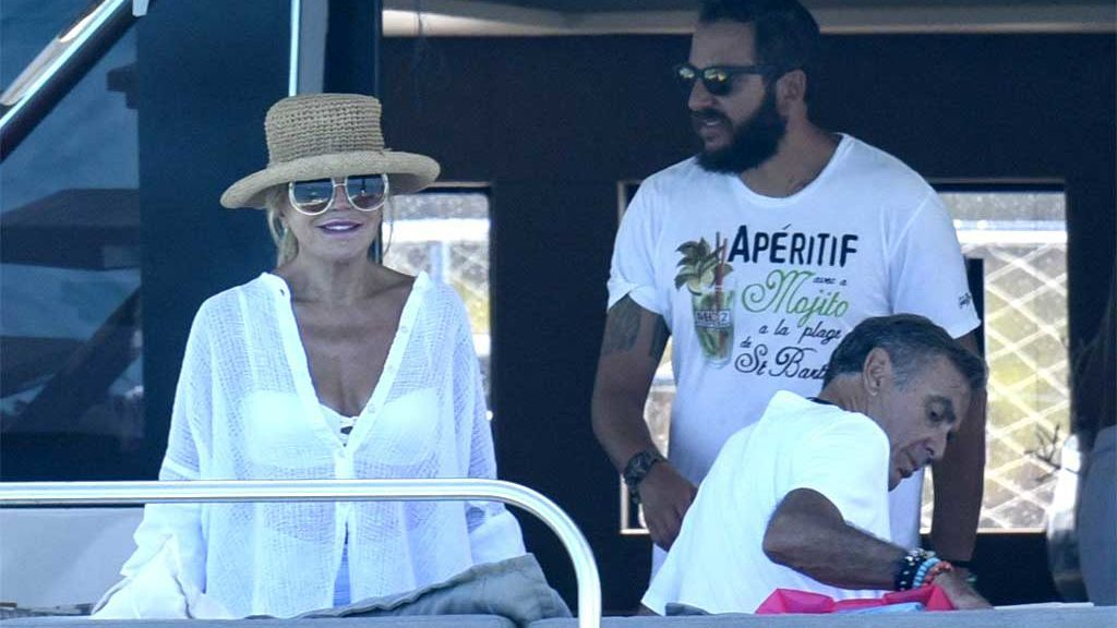 La Baronesa Thyssen con Manolo Segura y su hijo Borja, en Formentera (2016)