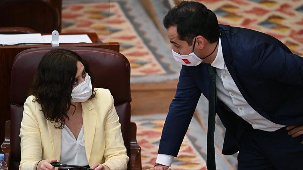 Ayuso salva de momento su Gobierno: La Asamblea rechaza reprobar al Consejero de Sanidad por  las residencias