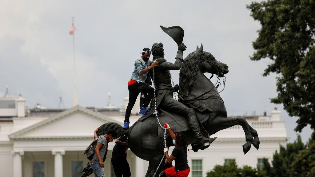 Trump pone a la policía y al Ejército a proteger las estatuas