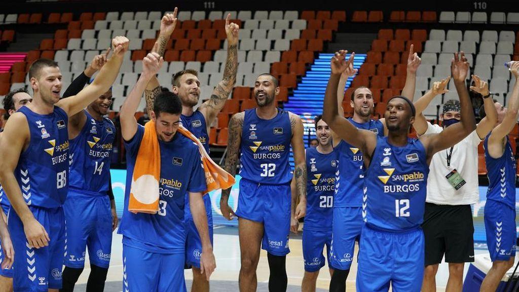 Jugadores del San Pablo Burgos celebran una victoria