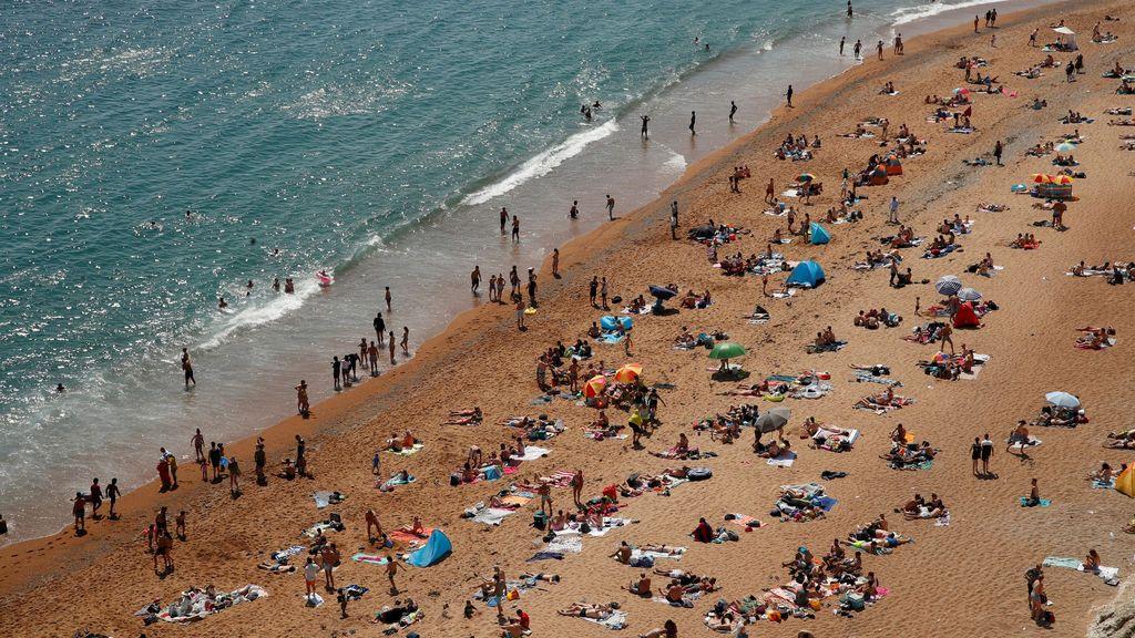"""El Reino Unido podría cerrar las playas por el """"descontrol de asistencia"""""""
