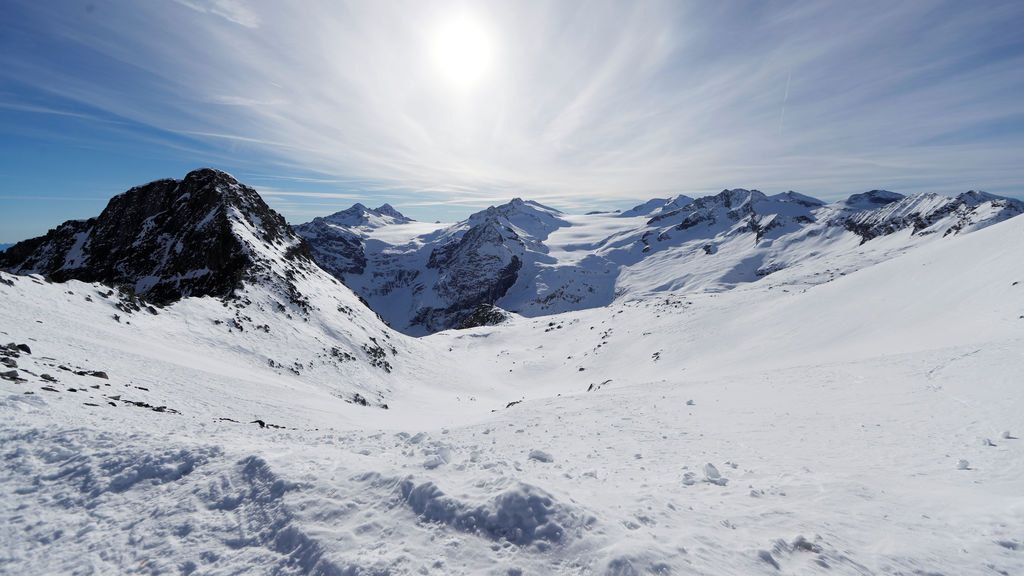 Cubre con lonas el glaciar italiano Presena para que sobreviva al cambio climático