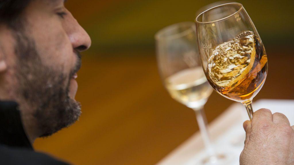 Historia, tipos y la importancia del 'velo de flor': todo sobre la Manzanilla, el vino de moda en los reencuentros sin feria