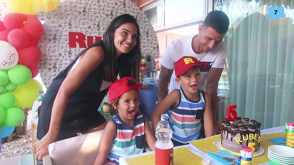 María Hernández prepara la fiesta sorpresa de cumpleaños para su hijo Rubén (2/2)