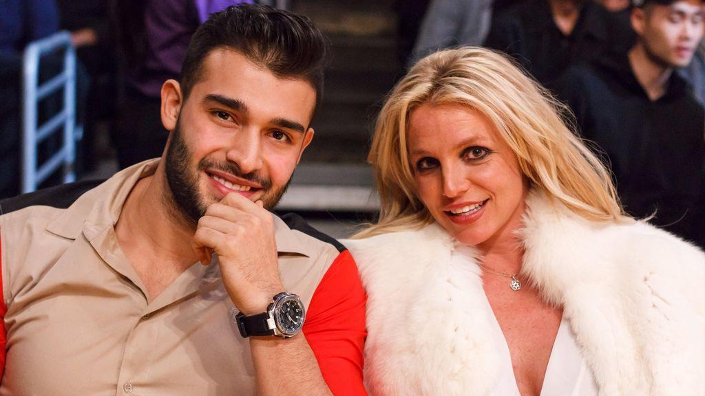 Britney Spears junto a su novio