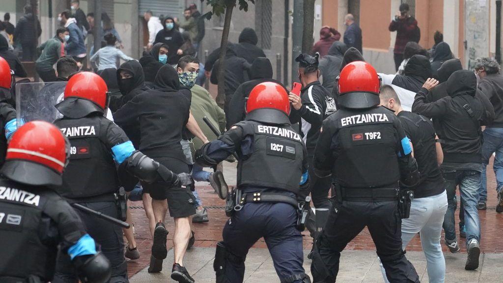 La Ertzaintza investiga a tres hombres por su presunta implicación en los altercados contra el mitin de Vox en Sestao