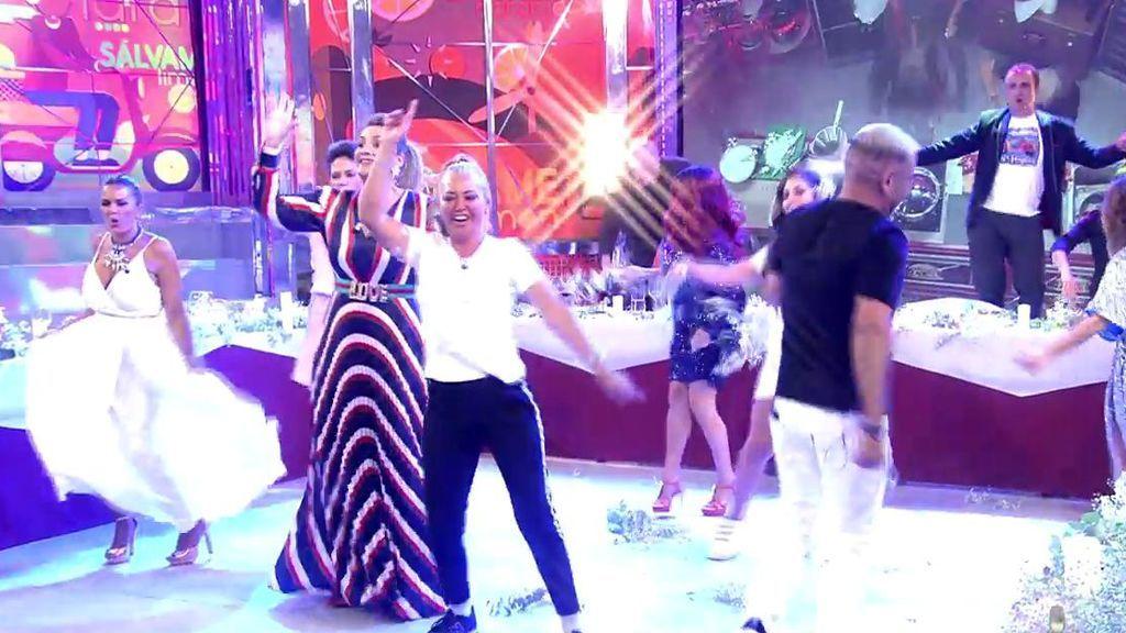 Bailan 'Las campanas del amor'