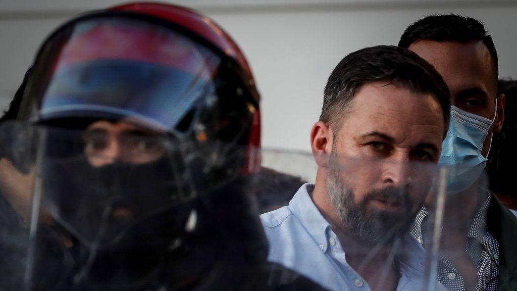 Cargas policiales contra colectivos antifascistas y radicales que han increpado a Santiago Abascal en Irún