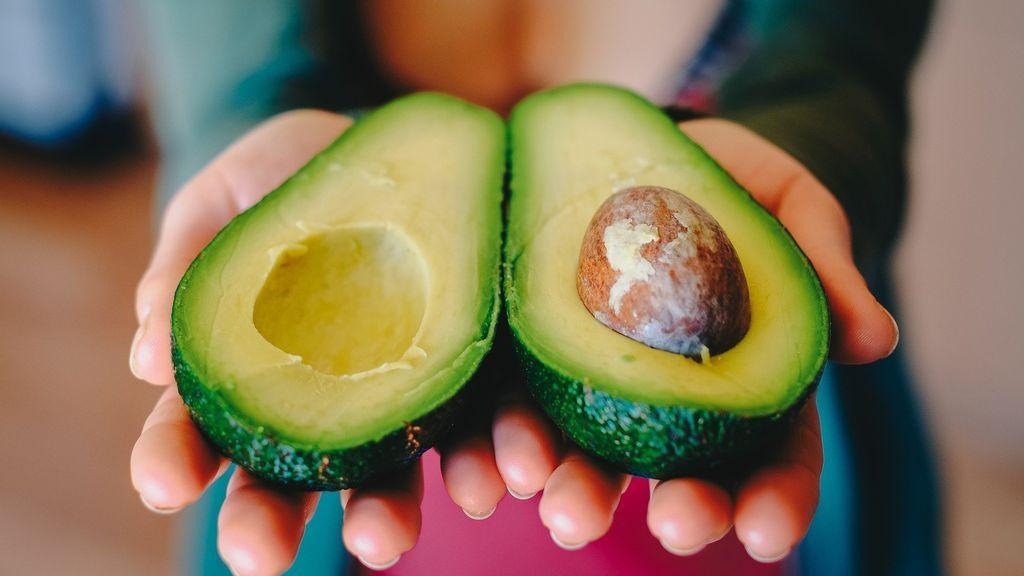 El aguacate y otros cinco alimentos sanos que tomar en verano