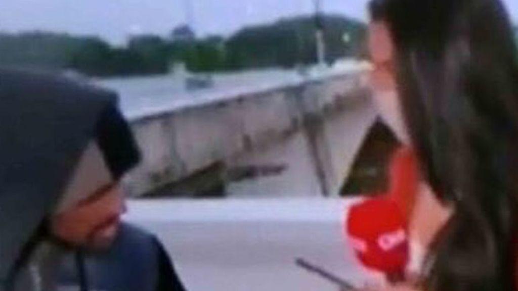 """Roban y amenazan con un cuchillo a una periodista en pleno directo: """"No podía entender qué estaba sucediendo"""""""