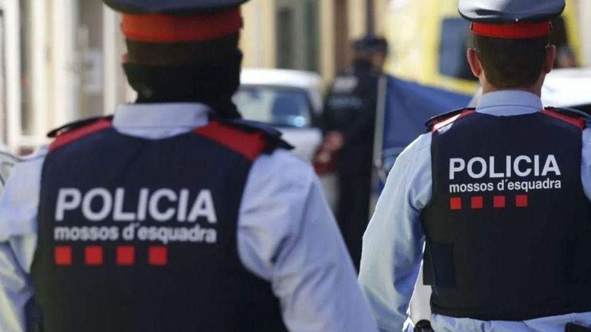 Muere una joven al ser agredida cerca de un local en Cornellà: los Mossos investigan su fallecimiento