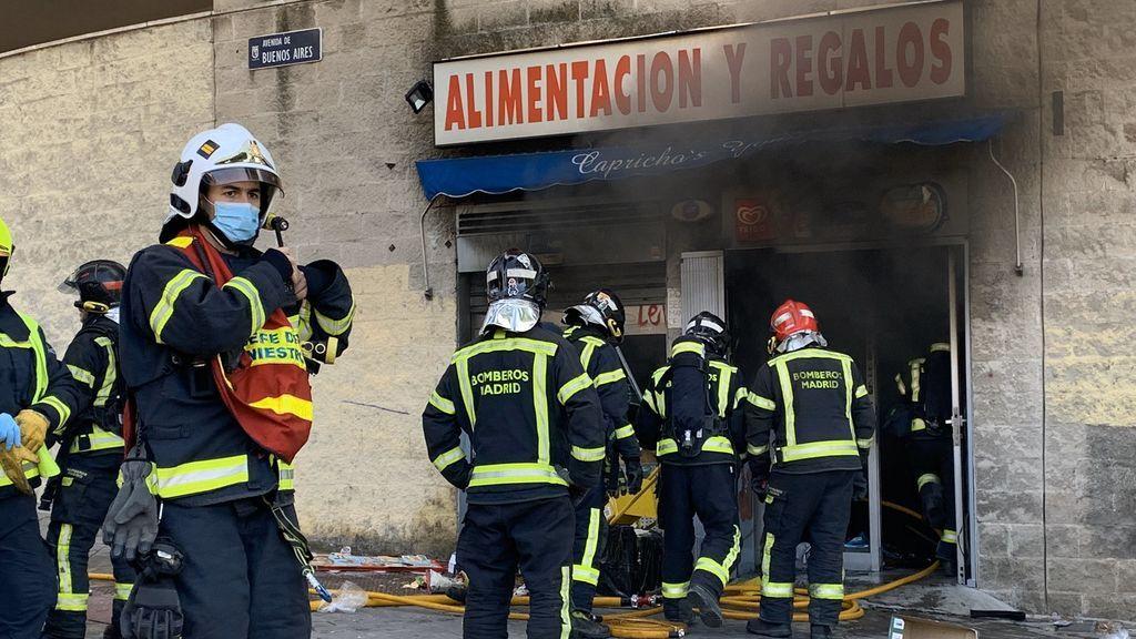 Muere en un incendio en su propio local de Vallecas tras agredir a la mujer que lo regentaba