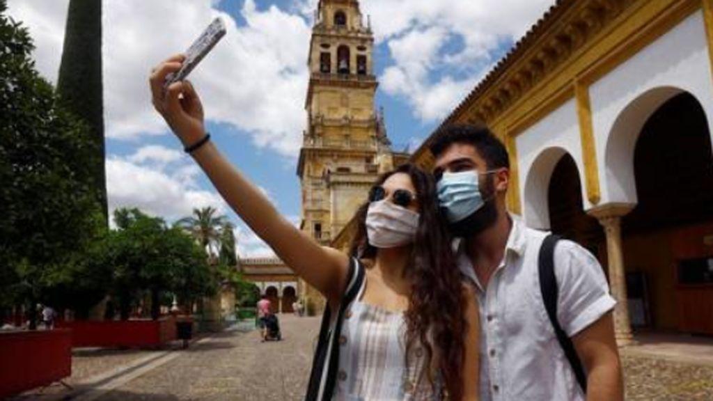 Andalucía mantiene diez brotes de coronavirus Covid-19 con Málaga como más preocupante