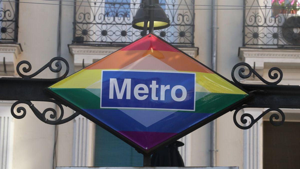 En Chueca, también el metro es arcoíris
