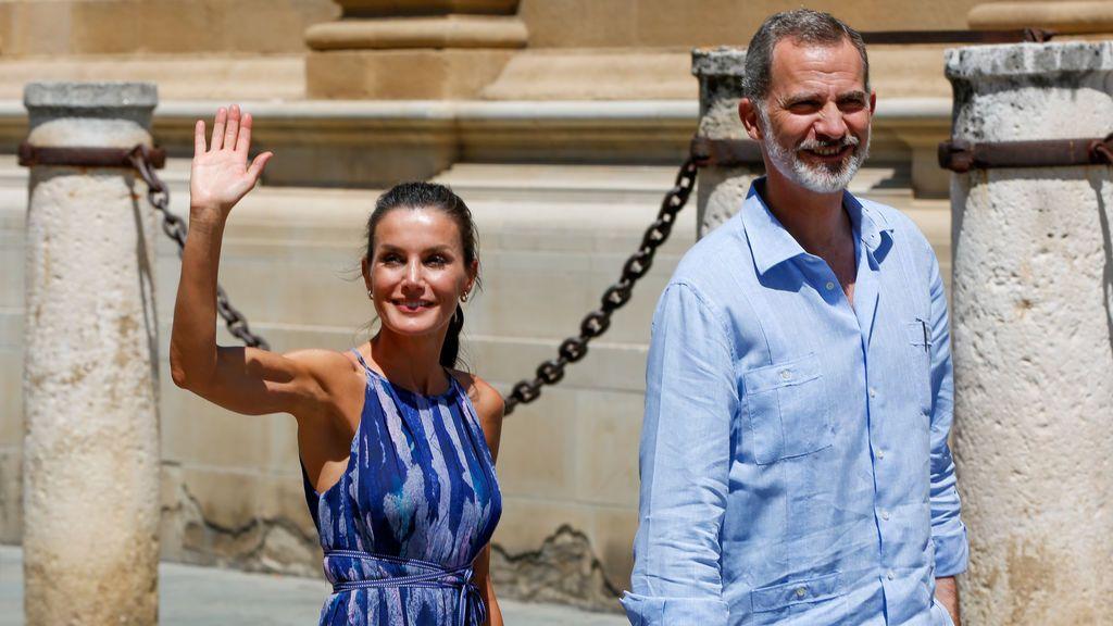 EuropaPress_3212212_reyes_espana_realizan_paseo_catedral_real_alcazar_visita_comunidad_andaluza