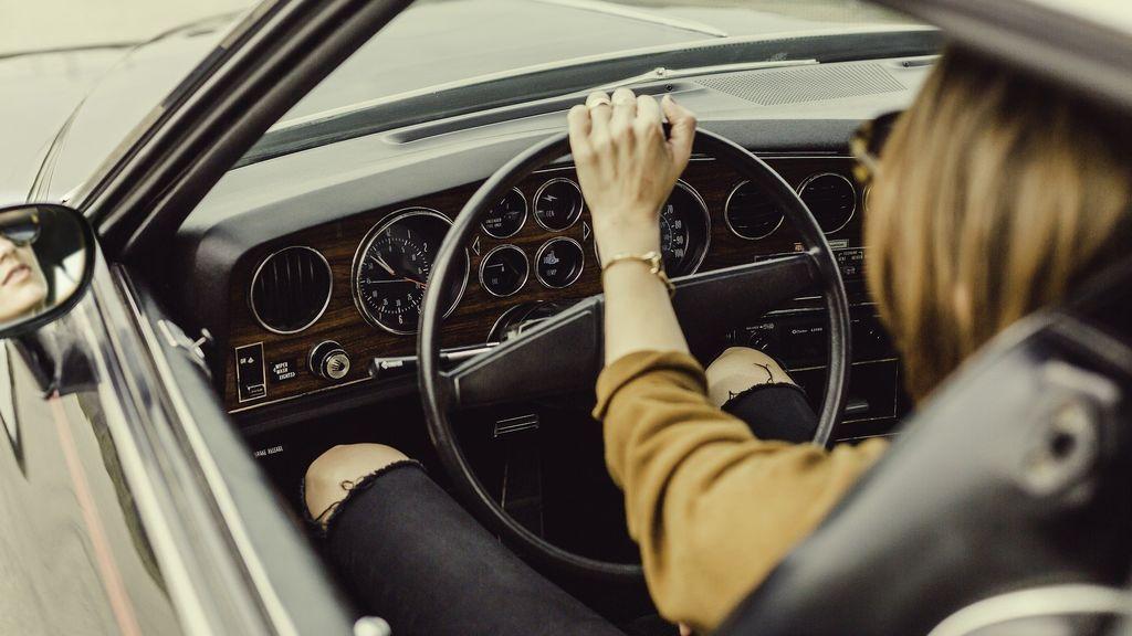 Pegatina de la DGT: requisitos para conseguirla en tu coche