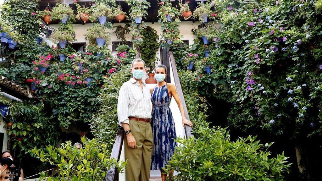 Los reyes promocionan los patios de Córdoba junto a la vicepresidenta Calvo