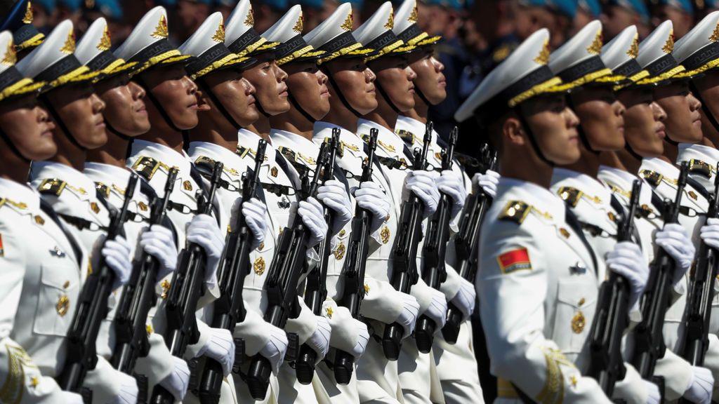 China aprueba el uso de su primera vacuna sólo para sus militares