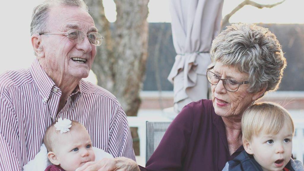 Los abuelos italianos podrán cobrar el bono niñera de 1.200 euros