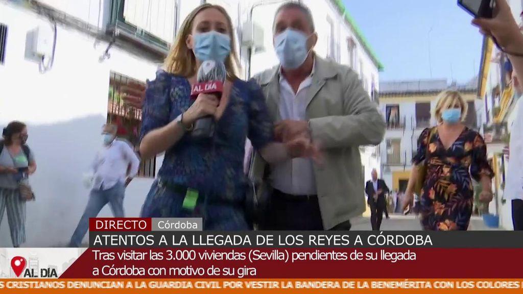 Una reportera no puede informar debido al protocolo de seguridad