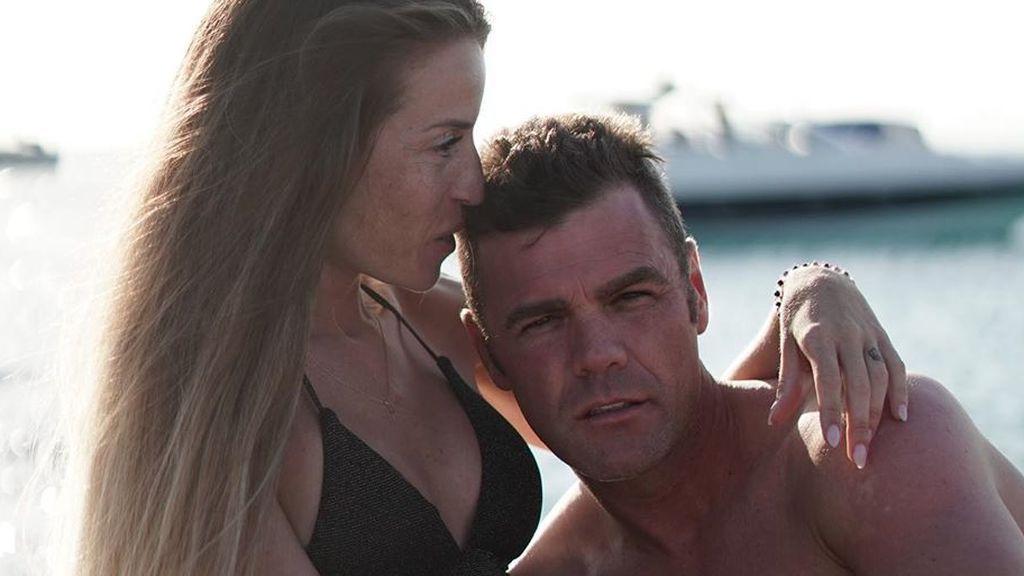 Barco, amigos y posado premamá: el plan de Marta Castro y Fonsi Nieto en la semana 23 de embarazo